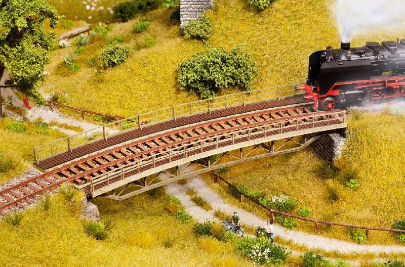 how to build a curved model train bridge